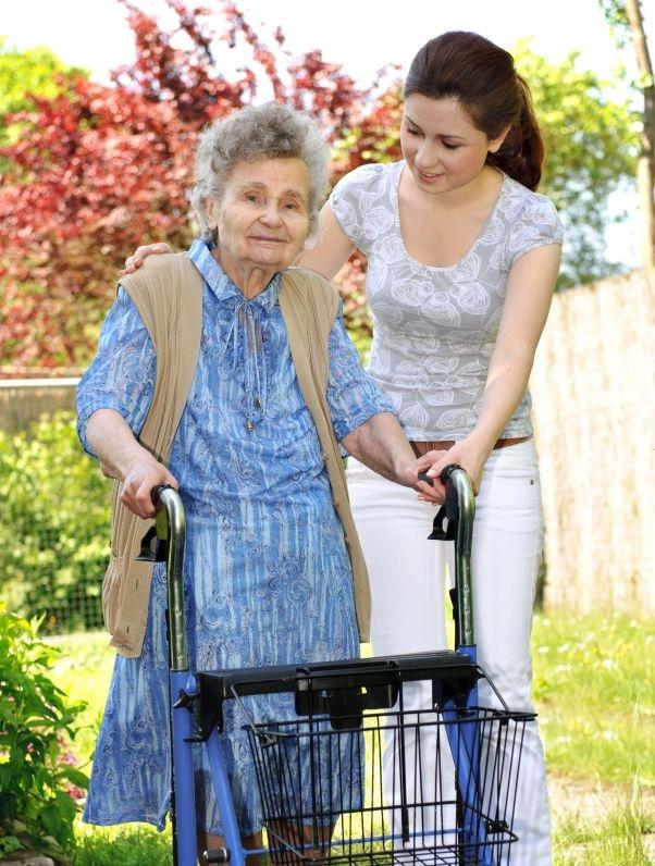 orange-county-senior-concierge-assisting-elderly